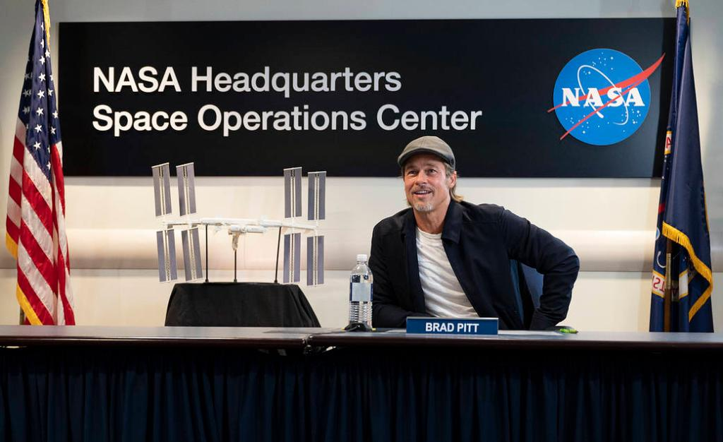 Who is more believable playing an astronaut in a movie — George Clooney or Brad Pitt? 🤔 Find out @AstroHagues response when being asked this question during a space-to-Earth call with... Brad Pitt: go.nasa.gov/3070QD1
