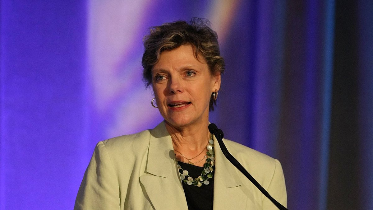 The NBA & WNBA family mourn the loss of legendary NPR and ABC News journalist and political commentator, Cokie Roberts. A broadcasting pioneer known for award-winning reporting and analysis, Roberts was a recipient of the 2009 WNBA Inspiration Award and she continues to inspire.