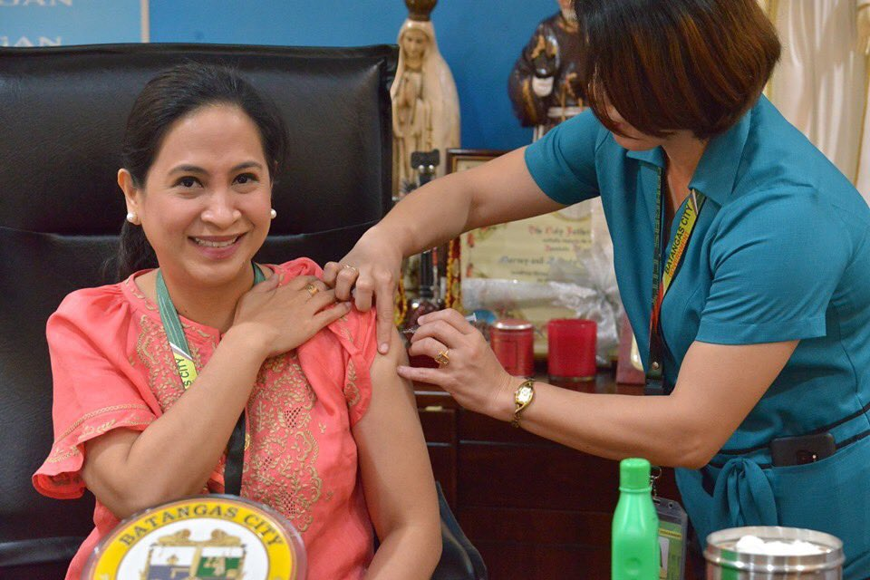 Batangas City Mayor Beverley Rose  Dimacuha and at least 2,000 city hall employees had their flu vaccination. The City Health Office yearly gives free flu vaccine for permament and job order employees.(Photo by Palakat Batangas City) | via Lyka Manalo https://t.co/uguddCn58i