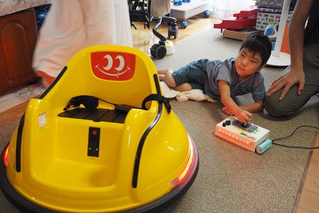 テクノロジーで家族の未来をつくる、メイカー・オギちゃん @ogimotoki を取材しました。超が付くほど前向きな考え方、そして実践の仕方が素晴らしいです。未来は明るい!歩けない息子のために「発明」を続ける父の思い  #DPZ
