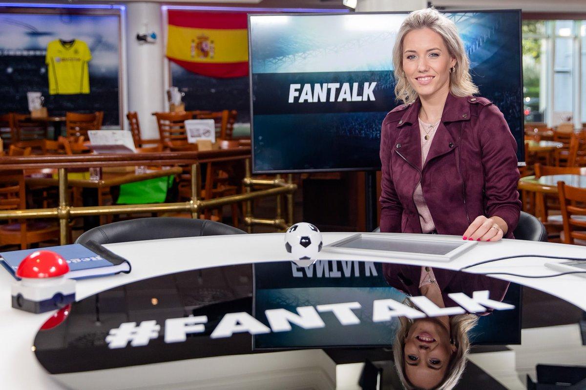 Heute Abend live ab 20 Uhr Premiere für @Laura_Papendick als Moderatorin des #Fantalk auf @SPORT1! Sie diskutiert mit @neururer_peter, Olaf Thon, @oliverpocher, @HaddiThoene @ThommiHerrmann. Co-Moderatorin ist @ValentinaMaceri