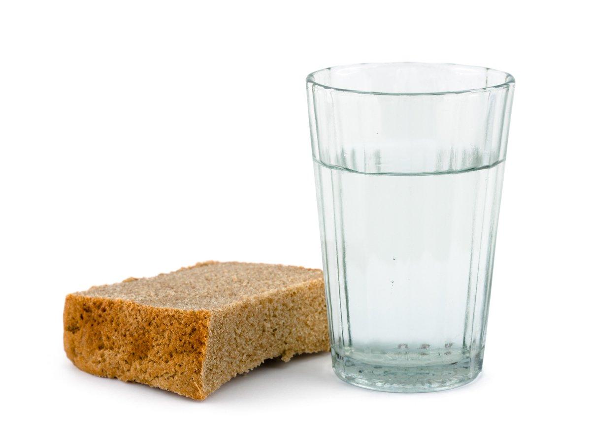 test Twitter Media - Aujourd'hui, on mange quoi à la cantine ? De l'eau et du pain ! La #FCPE condamne le fait que des enfants aient été nourris au pain et à l'eau sous prétexte que leurs parents cumulaient des impayés de cantine depuis un an.  https://t.co/3fMJAzge5q https://t.co/daVSUIi5ud