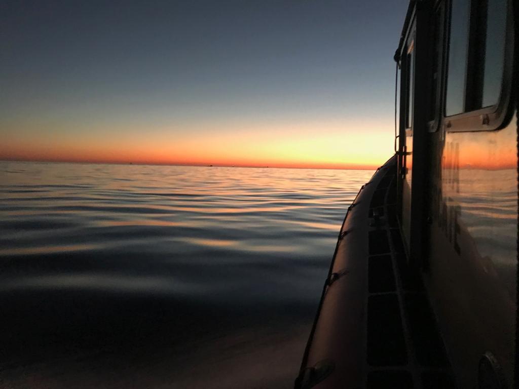 Amanecer en el Alto Golfo de California, donde viven las vaquitas marinas, donde el crimen organizado y las autoridades corruptas están acabando con ellas. #Faltan2Días para el estreno en #México de #SOSMarDeSombras @seaofshadowsSOS