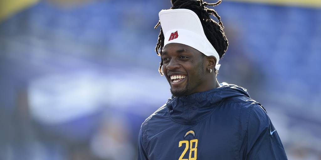 Melvin Gordon says he is 'going to play somewhere' this season   http://www. nfl.com/news/story/0ap 3000001056266/article/melvin-gordon-im-going-to-play-somewhere-this-season   … <br>http://pic.twitter.com/GUNjNrUPhq