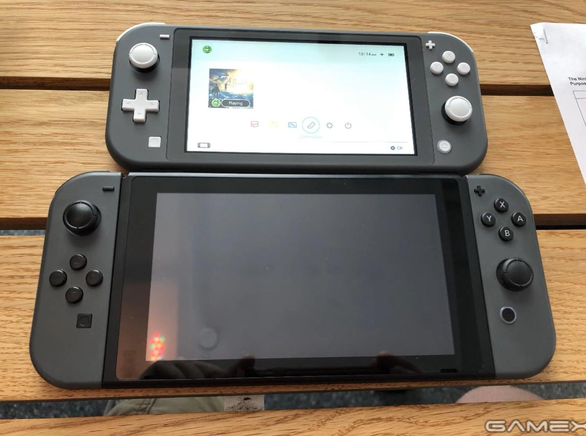 Switch Lite vs Switch size comparison <br>http://pic.twitter.com/mTC8d5Nmej