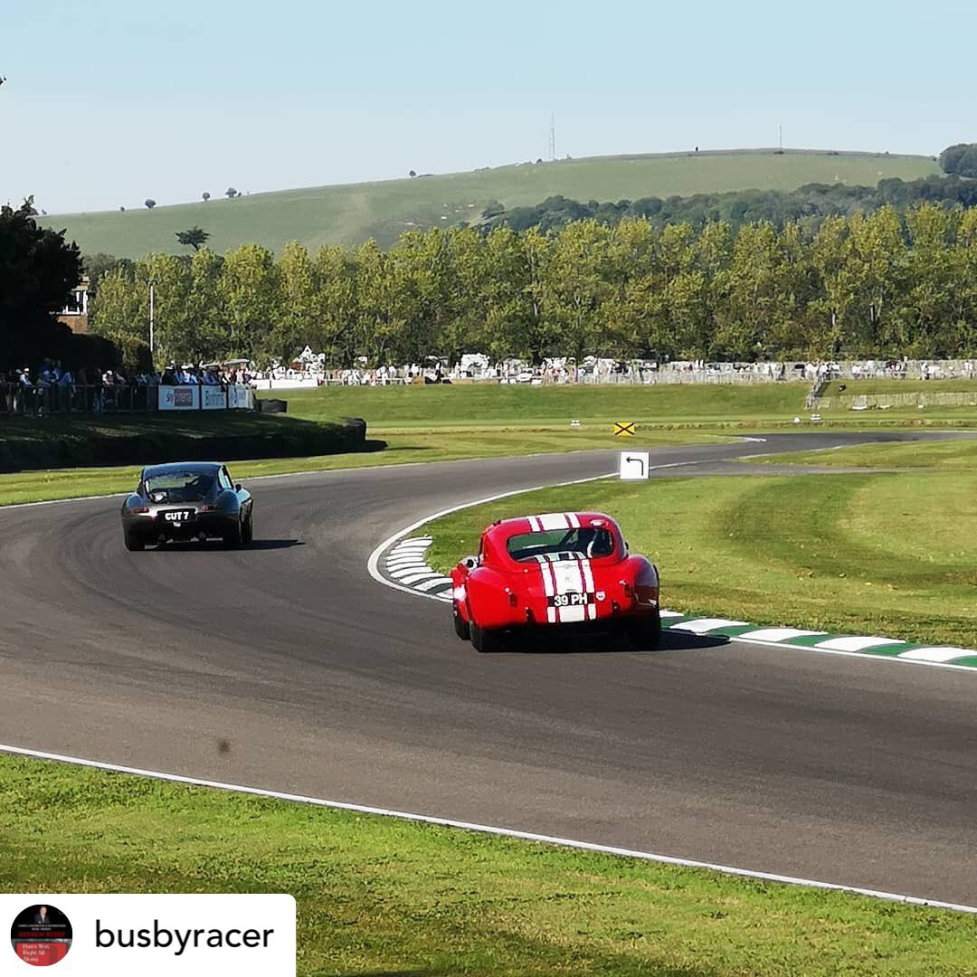 Drifting the Cobra through no name during the TT at last weekends @goodwoodrevival 😍😍 Thanks @busbyracer for the cracking picture. @fiskens_cars #GoodwoodRevival #Goodwood #ACCobra #Cobra