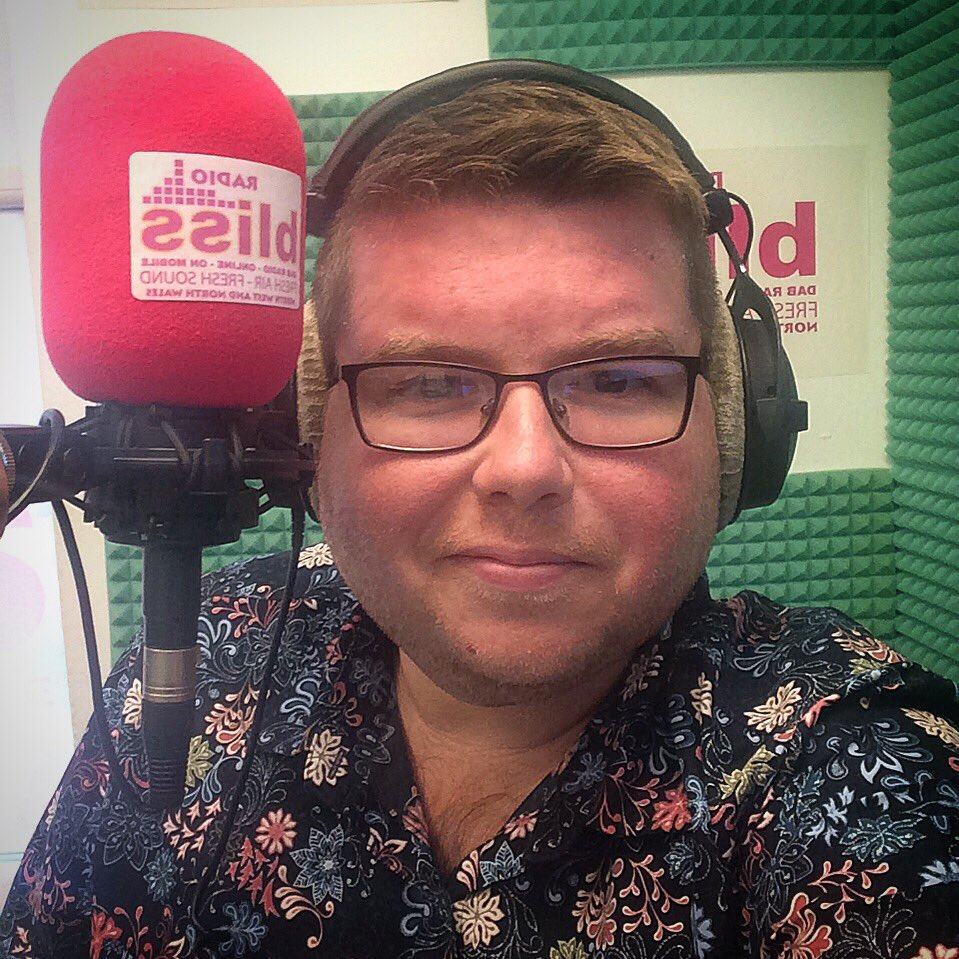 It's radio time   Bliss Radio on DAB http://www.Blissradio.co.uk  7pm until 10pm #Radio #Live #70s #80s #Movies #Films #MidweekMovies pic.twitter.com/NG34fZLOth