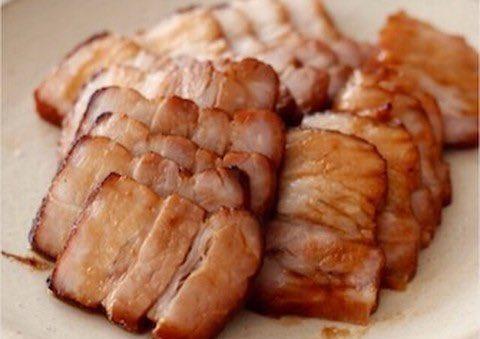 /オーブンでできる☺️✨✨チャーシューレシピ🙌🏻✨✨\ㅤ平日は煮込む時間がなかなかなくて……そんな方に!調味液にブロック肉を一晩つけて寝かせ、オーブンで焼けばでき上がり😳✨✨ㅤ→ 漬け込んで焼くだけ!煮込まない「チャーシュー」ならオーブン任せで完成☆