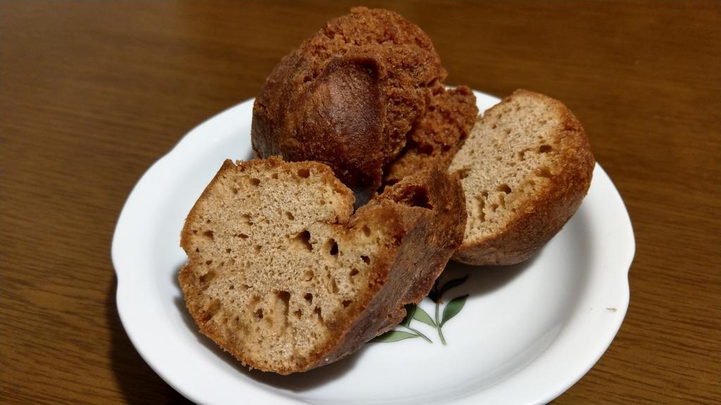 沖縄のばあちゃんが送ってくれる手作りサーターアンダギーが最高に美味しい。