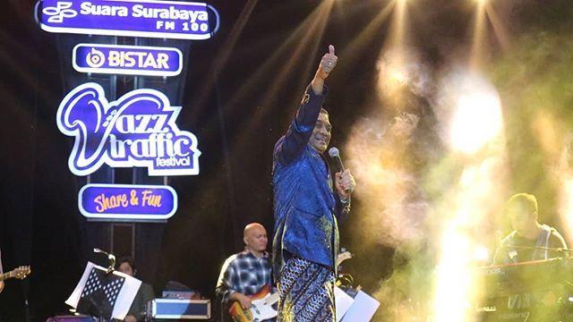@didikempot_official x @fusionstuff_official . .  at @jazztraffic . . .  #jazztrafficfestival #sobatambyar #didikempot #sadboys #sadgirls #sobatambyar #musiknusantara https://ift.tt/2McmGeLpic.twitter.com/ckBUuq8GFZ