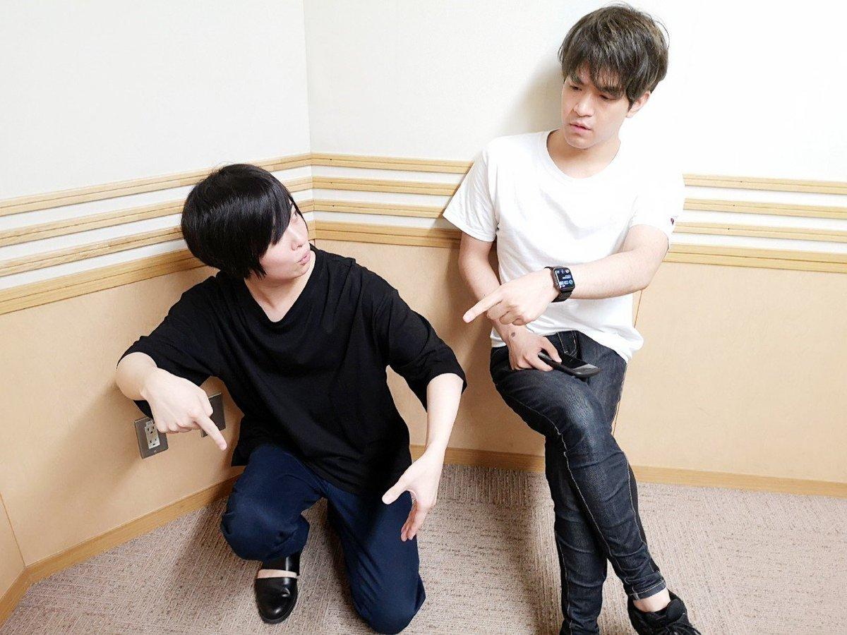 本日の写真は…苦節(?)怠惰(!?)いえいえ念願叶って引っ越せた斉藤さんの引っ越し記念で1枚。えーと、配役は……?まだ来週放送の時間軸もイベント前ですが…お楽しみに!#ダメラジ #agqr #おやすみなさい #写真だけ見ると夏のようです#空気椅子が高度になっていってる