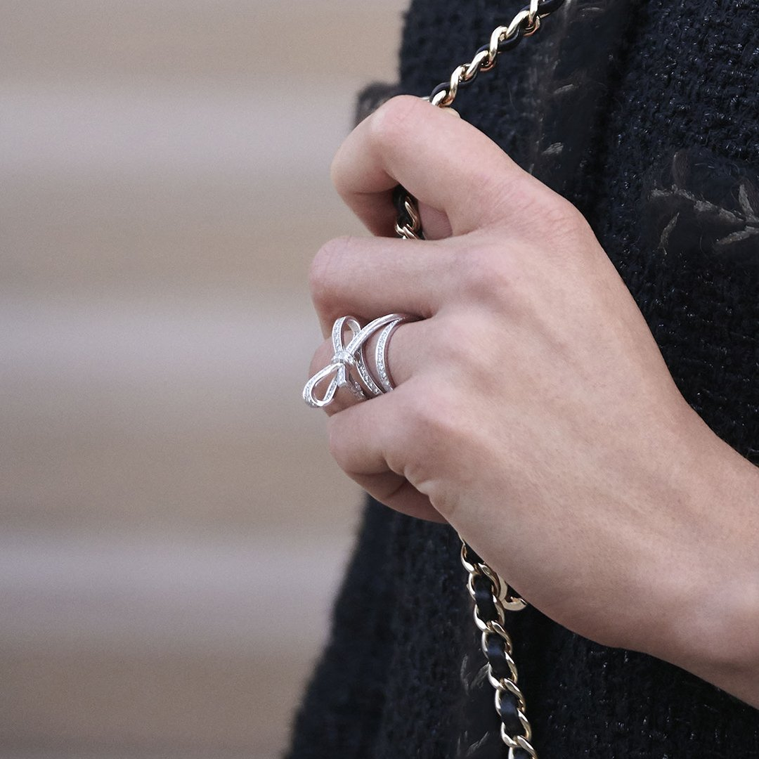 RUBAN. FORGE AN ETERNAL BOND.A homage to the Maison's couture collections on pieces crafted in white gold and diamonds, designed to be worn in unique ways. VU in CHANEL Fine Jewelry. Discover all rings on http://chanel.com/-Vu.Ruban#CHANELFineJewelry #CHANELRuban