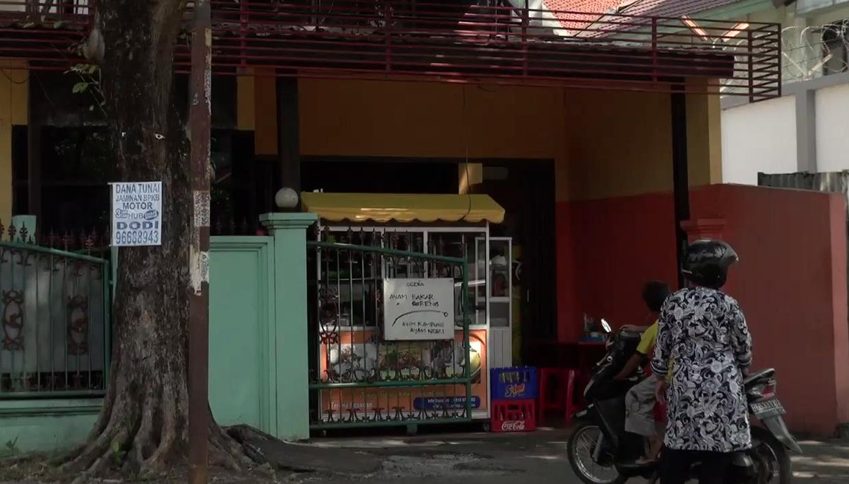 Baharudin Lopa Jaksa Agung Dandhy Laksono On Twitter Ini Rumah Mantan Jaksa Agung Menteri Kehakiman Dan Dubes Ri Untuk Arab Saudi Baharuddin Lopa Di Pondok Bambu Jakarta Timur Bagian Depannya Buka Kedai Bakso Gepeng Sebelumya Wartel
