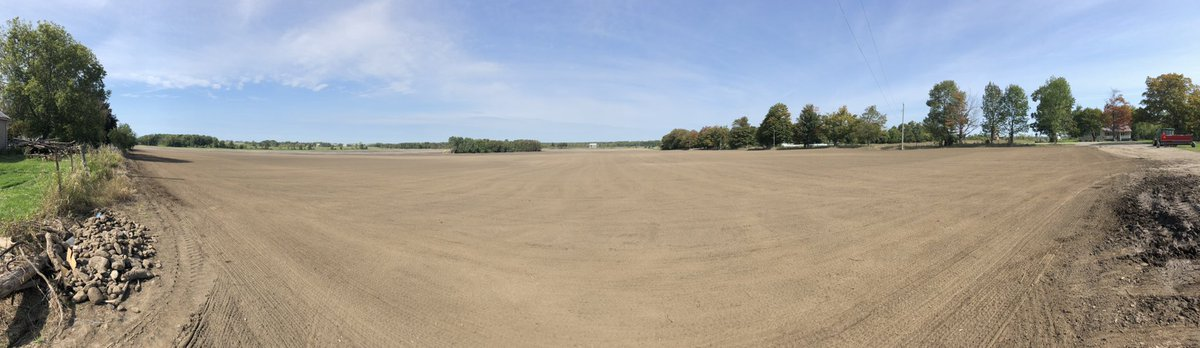 Today we were able to finally get this 100 plus acre farm seeded.  With all the rain lately it took us 6 separate days to get it done.  This could be your new lawn in 2021!  #thinkgreencallfairgreen #sodfarming #seedingtime #sod #onlythebest #jobdoneright #turf #grass #keepitreal https://t.co/sesS0adyOM
