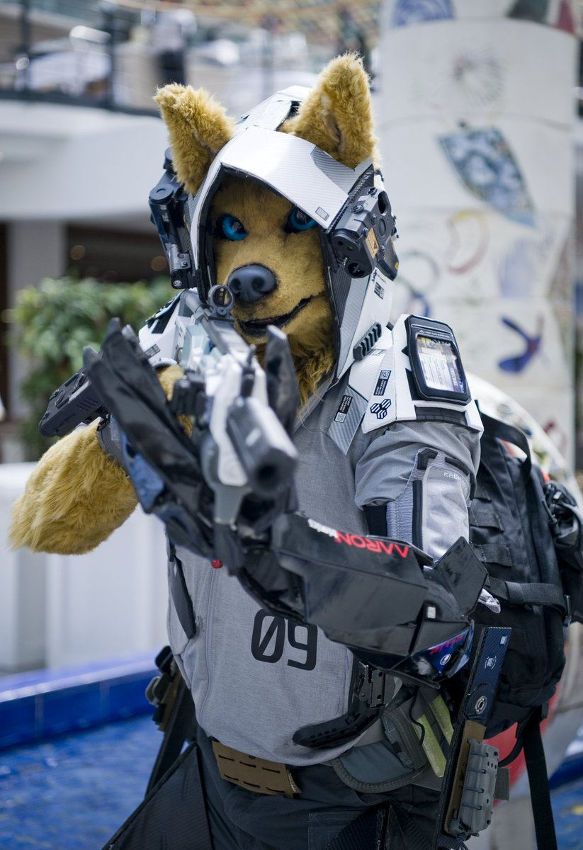 """【FURSUIT】  """"As if there was a going back_ Nothing left behind can pull me there_ What was has been erased_  - Yet we're still fighting. -  <Juno Rising> from @FoxAmoore & @peppercoyote  """"戦犬  // War-Dog""""  Outfit at #Eurofurence25.  Photo by @eps_ham.<br>http://pic.twitter.com/fqIjBXNqB9"""