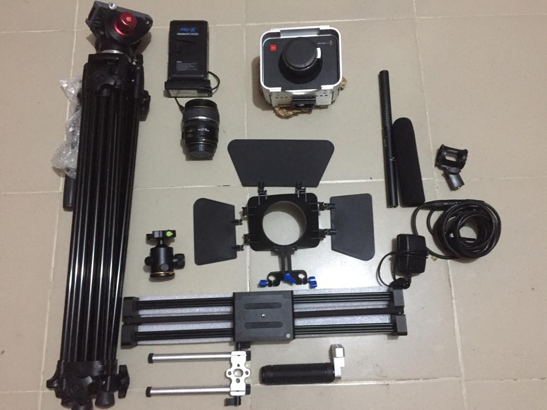 All-in-1 sale: ₦600k.  ✓Blackmagic cinema camera, ✓Andoer pro tripod, ✓Camera cage, ✓Camera external battery (up to 72 hours of shoot, ✓17-85mm canon lens, ✓Matte box, ✓Andoer pro slider, ✓Azden HDA mic + connecting cable + SSD card.  Please RT, my buyer is on your TL  <br>http://pic.twitter.com/Fyawkpkmv2