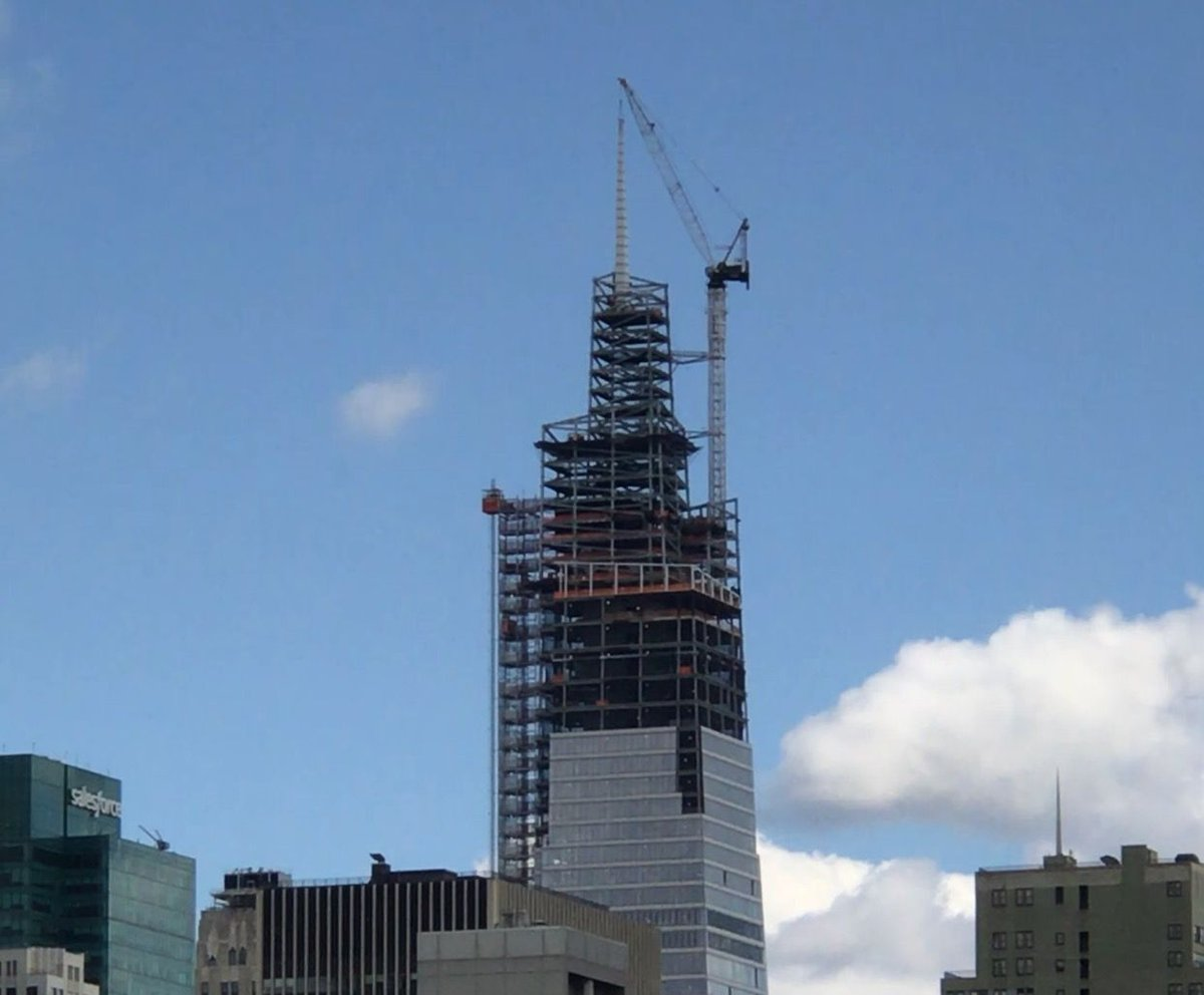 Its a beautiful, sunny day here in NYC for the topping out of One Vanderbilt. Just moments age the majestic spire was set in place.