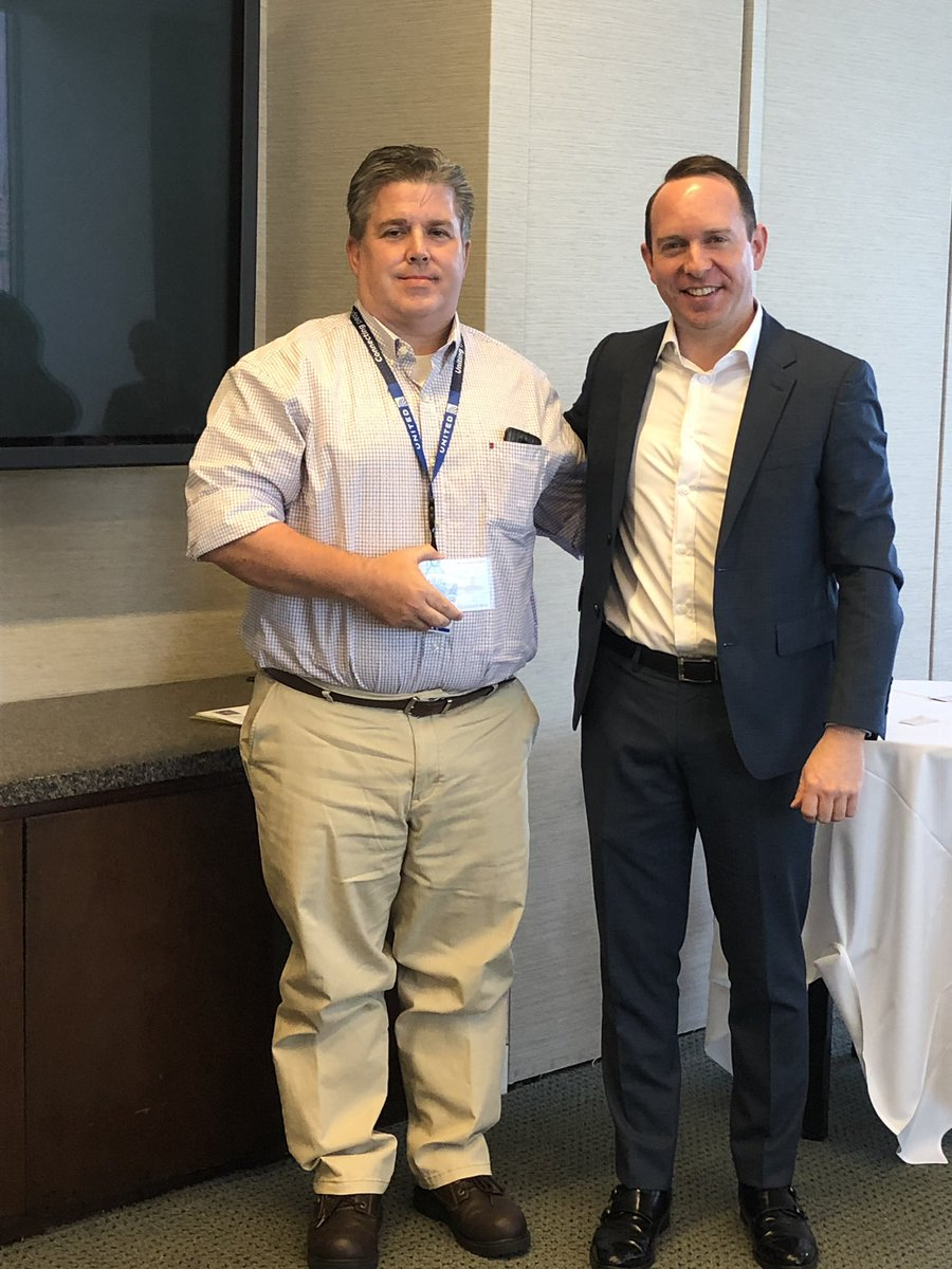 Two UA 100 quarterly award winners from the customer solutions team. Their work behind the scenes shows how much they care. @weareunited @bcstoller_ual @Tobyatunited