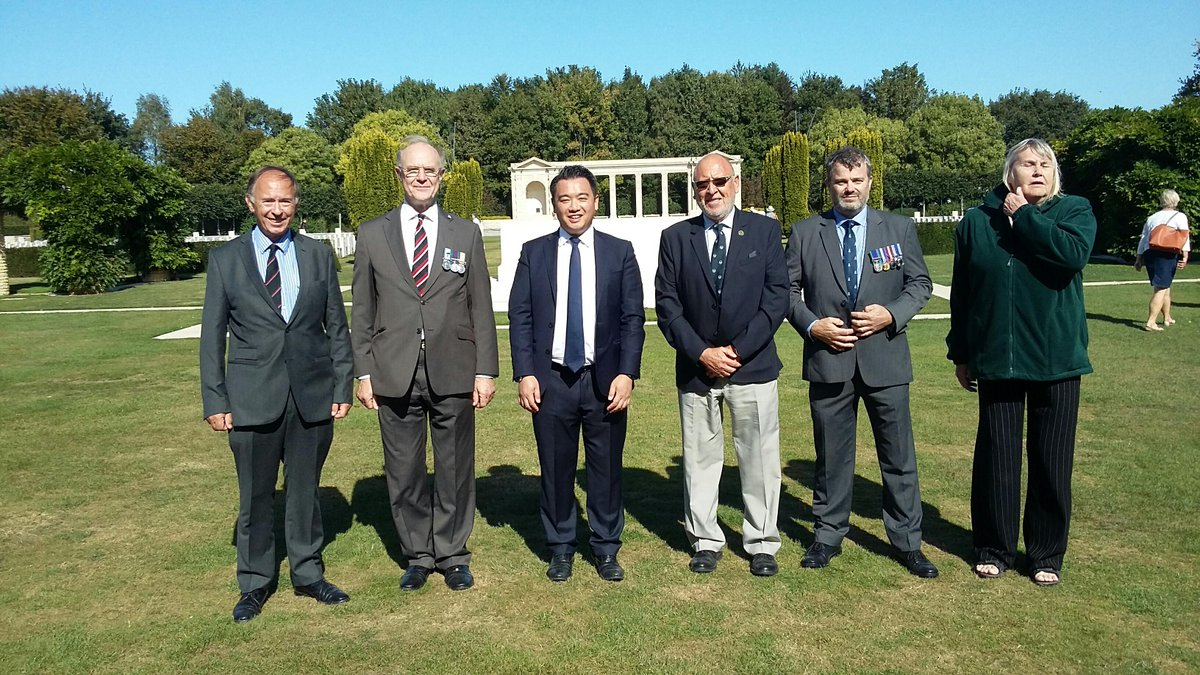 Our team at Bayeux War Cemetery today welcomed @AlanMakMP to the site alongside a group of Second World War and Falklands War veterans. William Moody, Sector Supervisor, who has worked for @CWGC for over 50 years, was able to meet and greet the guests on behalf of the Commission.