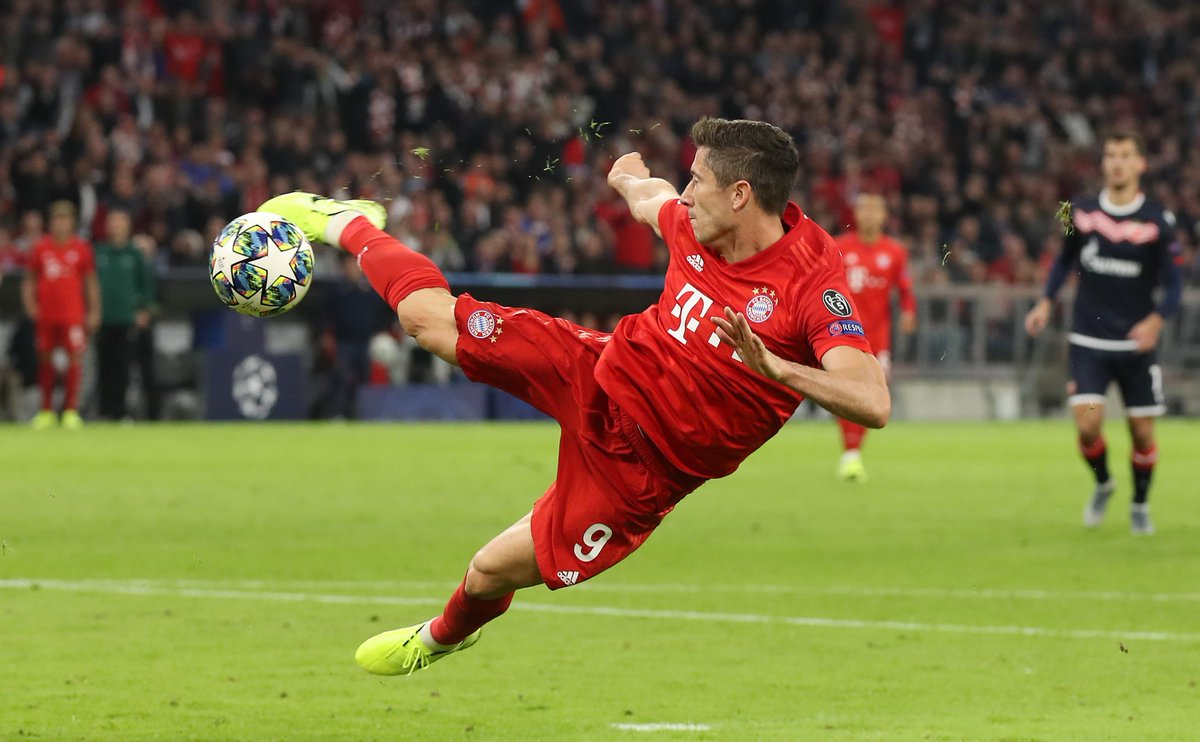 The goal you dream about 🆚 reality 😉Not that @lewy_official will care!#UCL