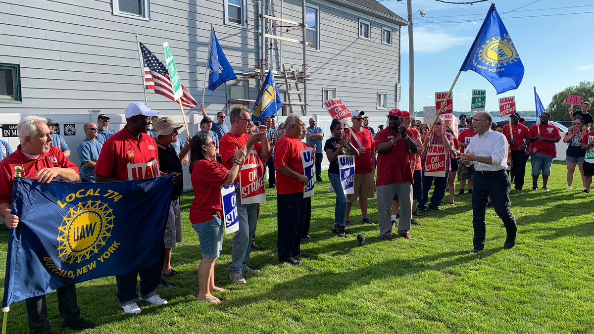 I'm here in Buffalo standing in solidarity with @uawlocal774 workers who are fighting for fair wages, affordable health care, and job security. I'm honored to stand with them as they fight for the benefits and dignity they deserve.