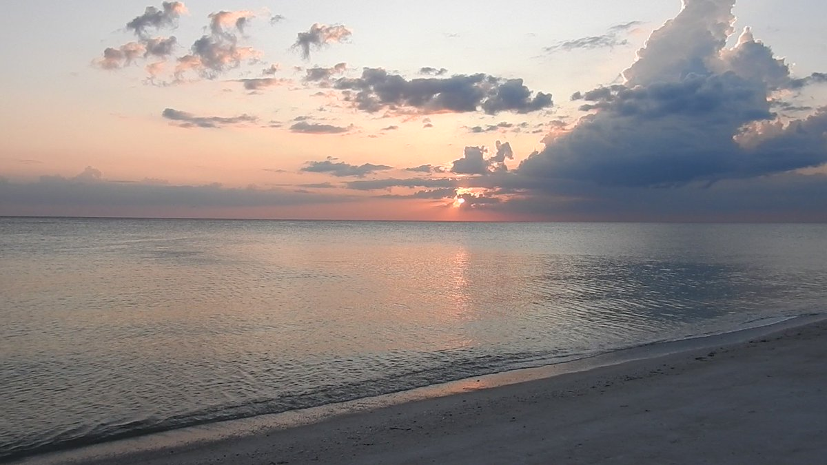 Sunset at the beach Wednesday evening on 9/11 Remembrance Day 🌅 #sunset 🌅 #vacation #NeverForget ✝️ #NeverForget911 ✝️ #remember911 ✝️ #Remembering911 ✝️