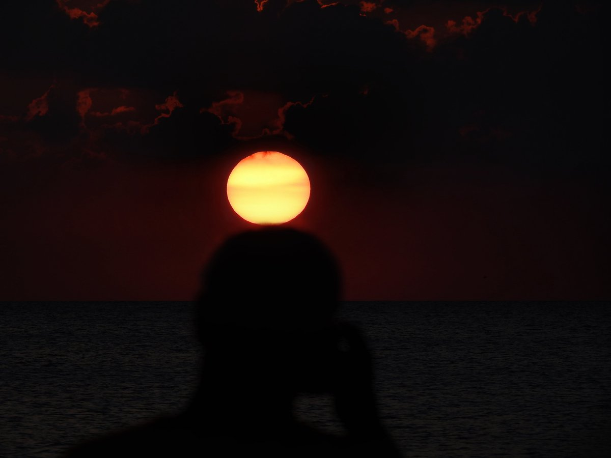 My dad beneath & in front of the #Sun b4 sunset at the beach Wednesday evening on 9/11 Remembrance Day 🌅 #sunset 🧑🌅 #vacation #NeverForget ✝️ #NeverForget911 ✝️ #remember911 ✝️ #Remembering911 ✝️
