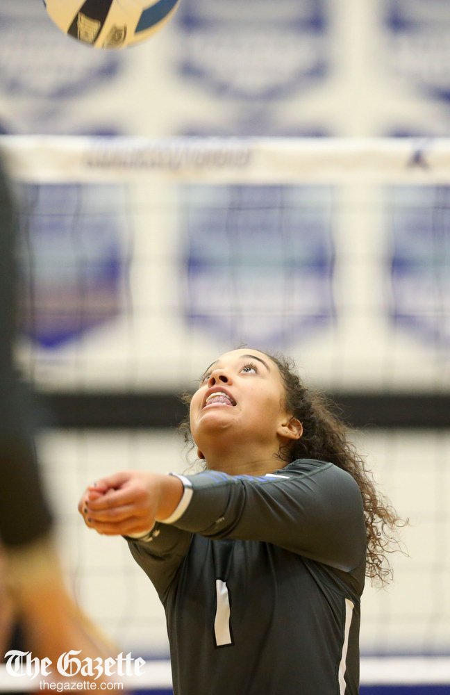 In college volleyball: Kirkwood CC def. DMACC, 17-25, 25-19, 25-21, 25-22 with the help of some former area preps. PHOTOS: thegazette.com/subject/sports… #iccac #iccacvb #NJCAAVB @KCC_Athletics @CRGazetteSports @douglasmilesCRG