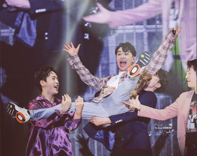 You're going to smile again Seungri~ah, we're going to smile again,  together.  ❤