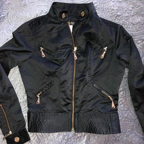So good I had to share! Check out all the items I'm loving on @Poshmarkapp #poshmark #fashion #style #shopmycloset #babyphat #vintage: https://posh.mk/yjaGj6GQ2Z