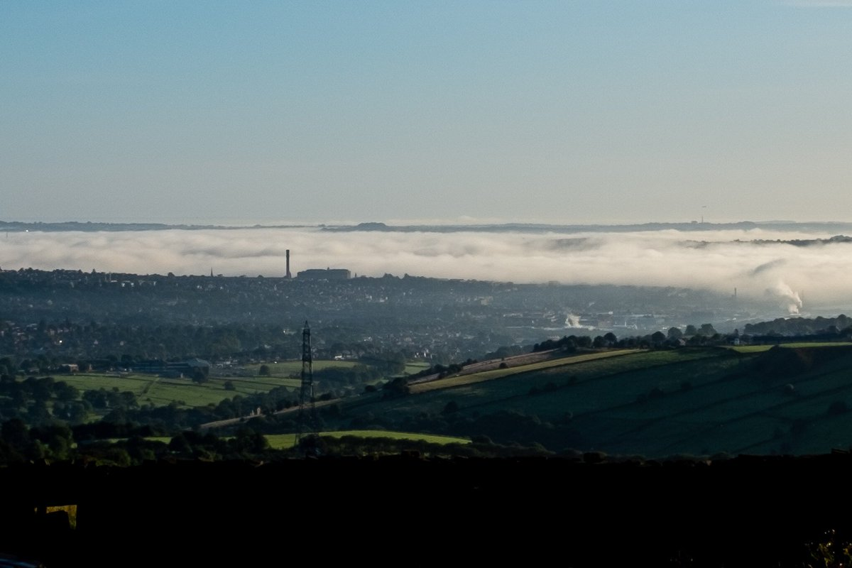 Morning mist over Leeds and Bradford. Looking from #Queensbury @JonMitchellITV @StormHour @itvweather https://t.co/dxyuhZwNm2