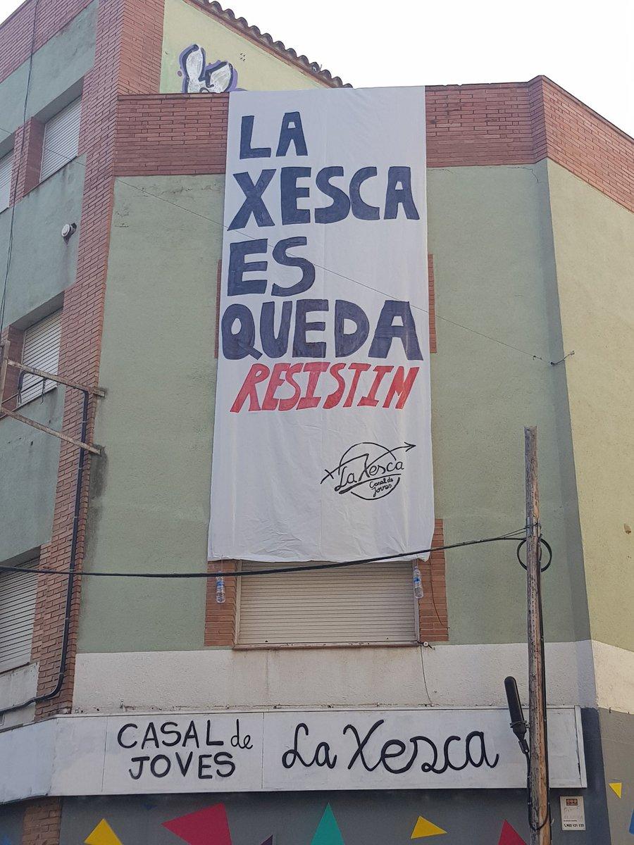 Avui intenten desallotjar @La_Xesca a #SanCugat, després de 3 anys contruïnt alternatives. Molta força i tothom cap allà a resistir #laxescaesqueda