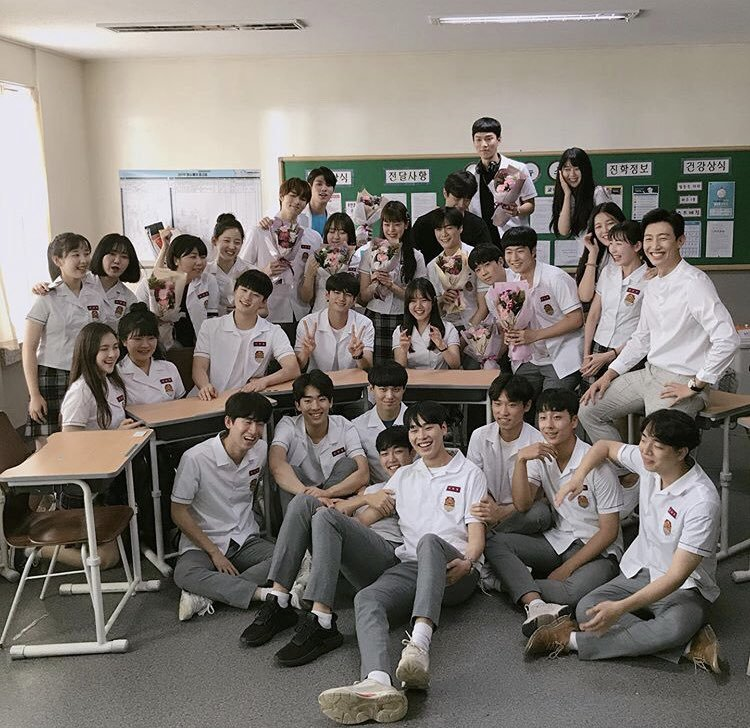 and it's a wrapped for binwoo drama ♡   i am beyond proud to the both of you,moonbin and eunwoo !!! congratulations for moments at 18 and rookie historian,you did a great job.   aroha is proud.    #문빈 #차은우<br>http://pic.twitter.com/DUTwsiFQxc