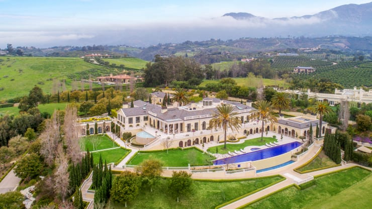 This $65 million California estate was featured in a Britney Spears music video and has its own polo field and nightclub. (via @CNBCMakeIt) https://cnb.cx/2zMdBmP