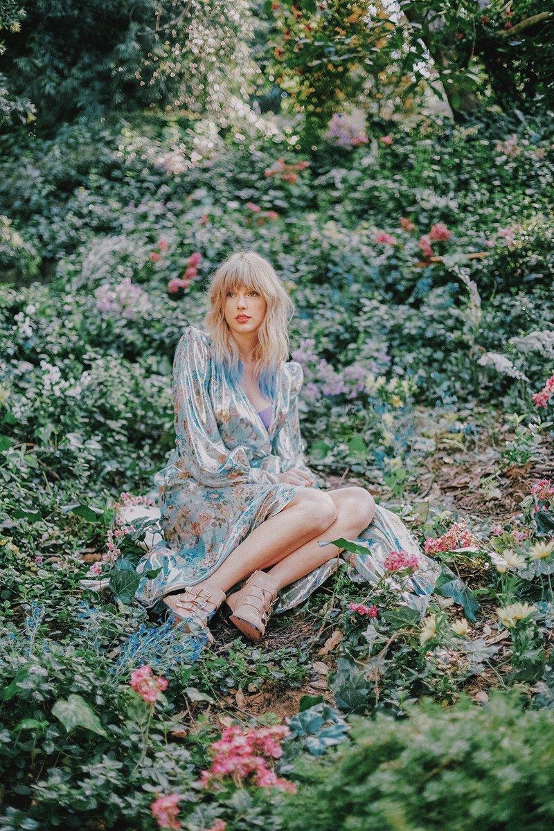 "Taylor Swift >> álbum ""Lover"" [II] - Página 40 EEzNwroUwAA7mLZ?format=jpg"