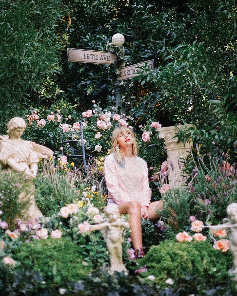 "Taylor Swift >> álbum ""Lover"" [II] - Página 40 EEzNwrpUUAIhoGS?format=jpg"