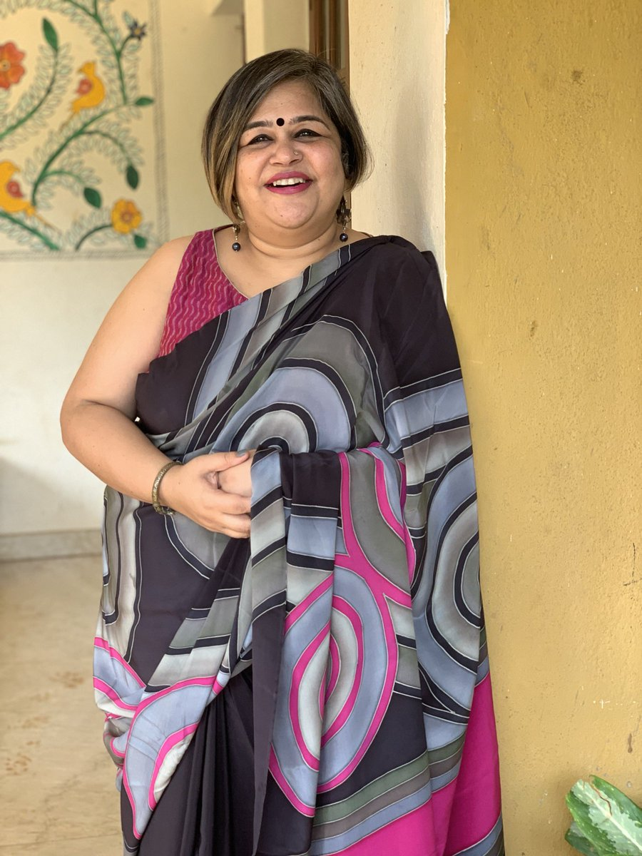 Let's deal with crazy Thursday #SareeTwitter