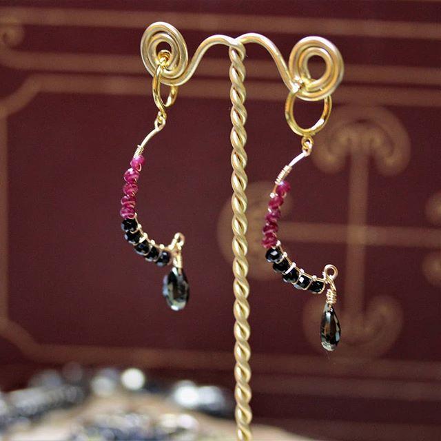 BLACK×RED earring  #luby #ルビー #ブラックスピネル #パイライト#ゴールドフィルド #earrings #pierce #イヤリング #ピアス #coolgirl #stylish #followforfollowback #photooftheday #これが私のお店 #BASE  #handmadeaccessory #ハンドメイドアクセサリー #天然石アクセサリー