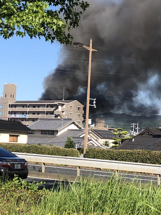 広島市安佐南区で火事が起きている現場の画像