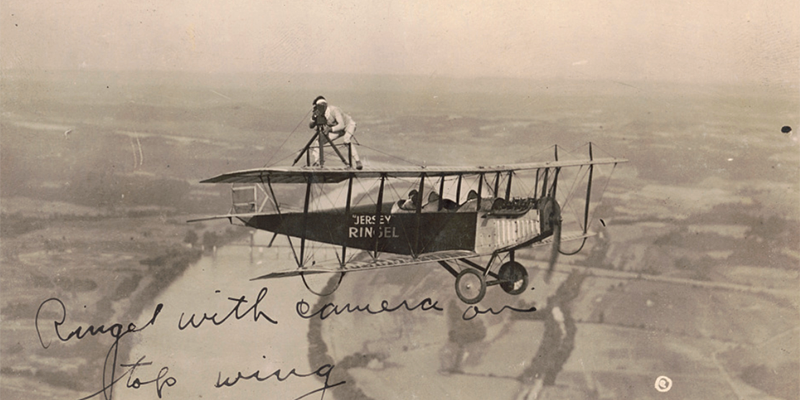We salute Photographer Appreciation Month by recognizing those who go to great heights to get a shot, like barnstormer Jersey Ringel here, in 1921: loc.gov/item/200365544… Lots more photos in our extensive online photo collections: loc.gov/pictures/?locl…