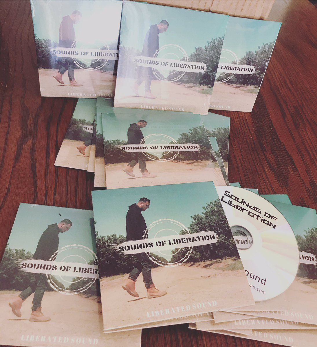 Got the hard copies in!!! #liberatedsound #soundsofliberation #chh #rap #hiphop #rapzillapic.twitter.com/1jJUbyP7GQ