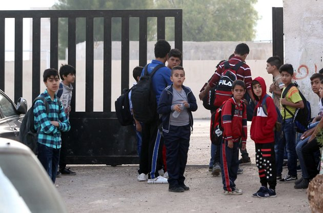 """3 قرارات حكومية لـ""""فكفكة"""" إضراب المعلمين وسط عودة """"خجولة"""" لطلبة المدارس alghad.com/?p=723578"""
