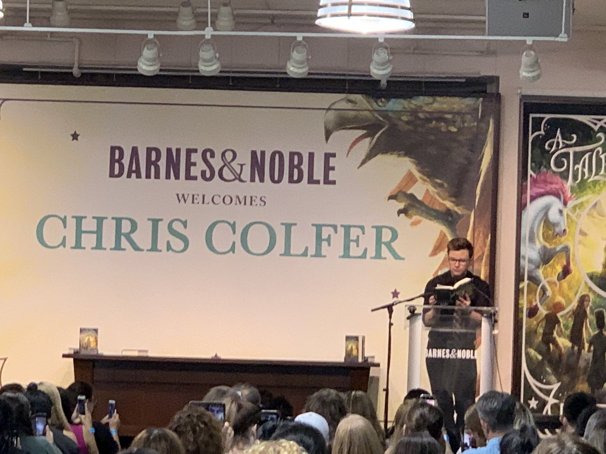 Full house for @chriscolfer and #ATaleofMagic at @BNUnionSquareNY!