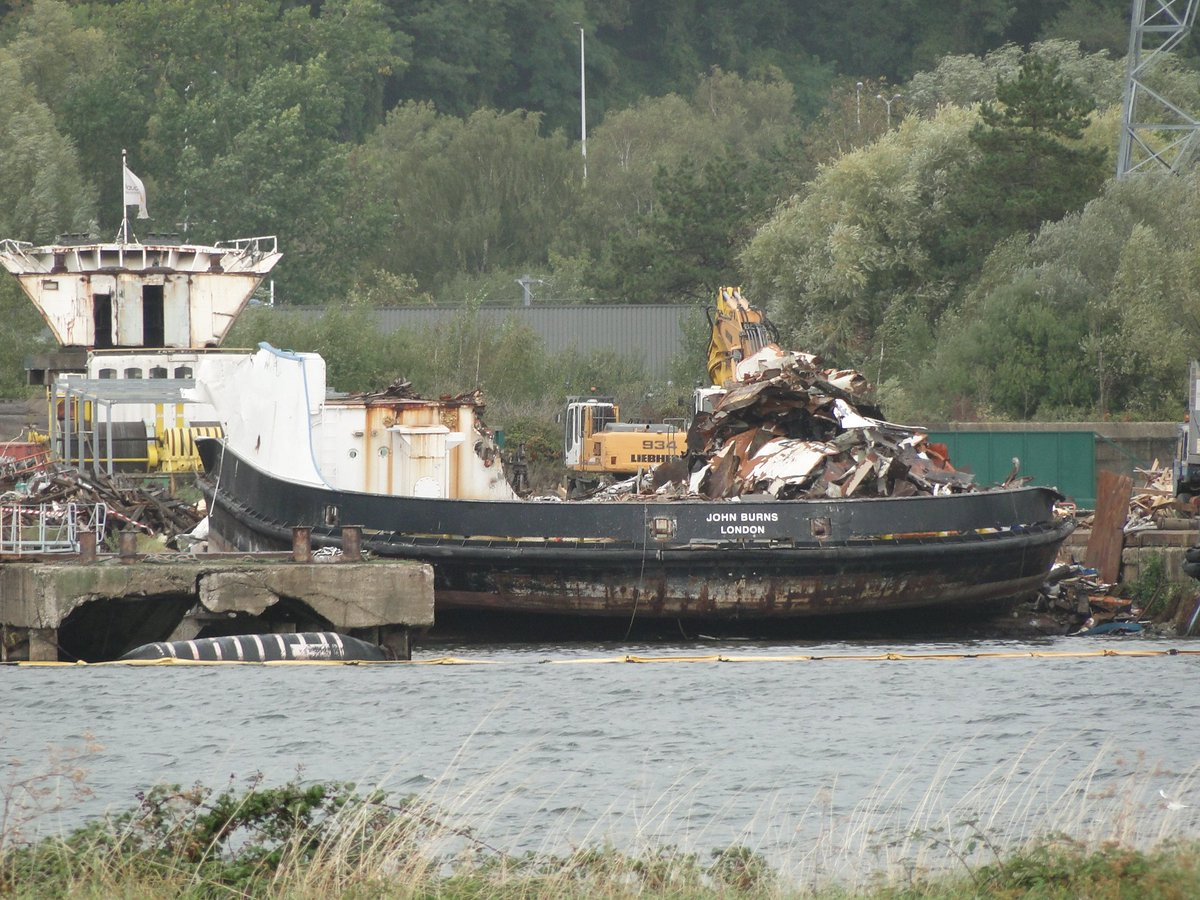EF1FwasWwAIf2Xc - The old Woolwich ferries' demise
