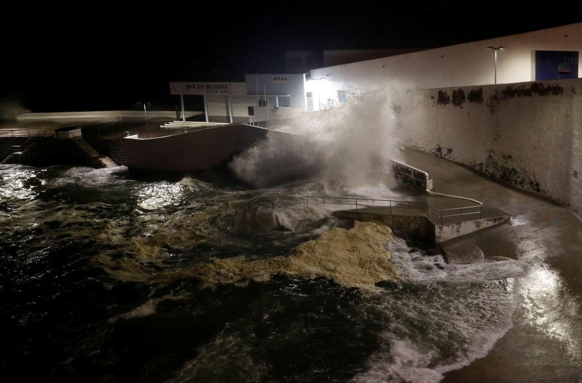 Hurricane Lorenzo reaches Azores, minor incidents reported