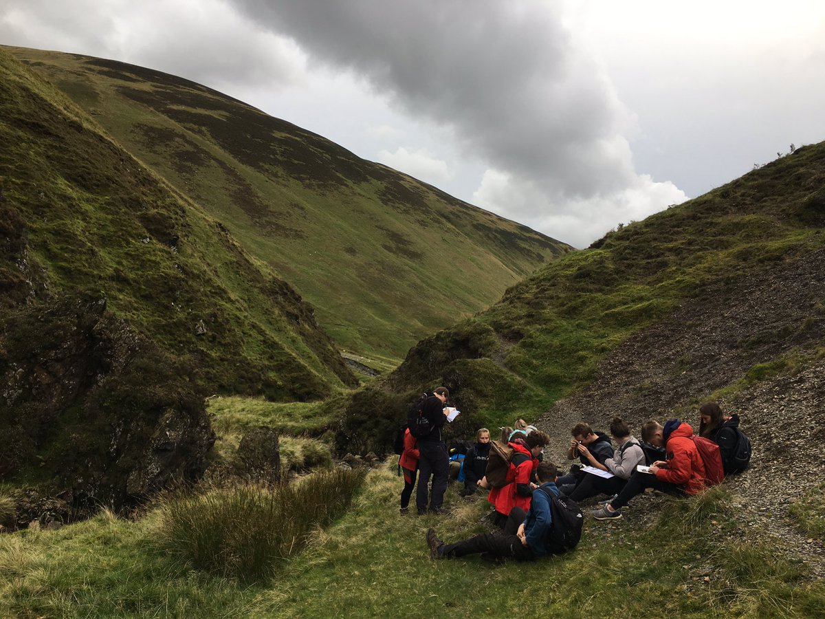 Graptolite heaven in the Scottish Borders. Another fab afternoon field trip with our @GeosciencesEd undergrads! Our annual pilgrimage to the Ordovician-Silurian global stratotype at Dob's Linn.
