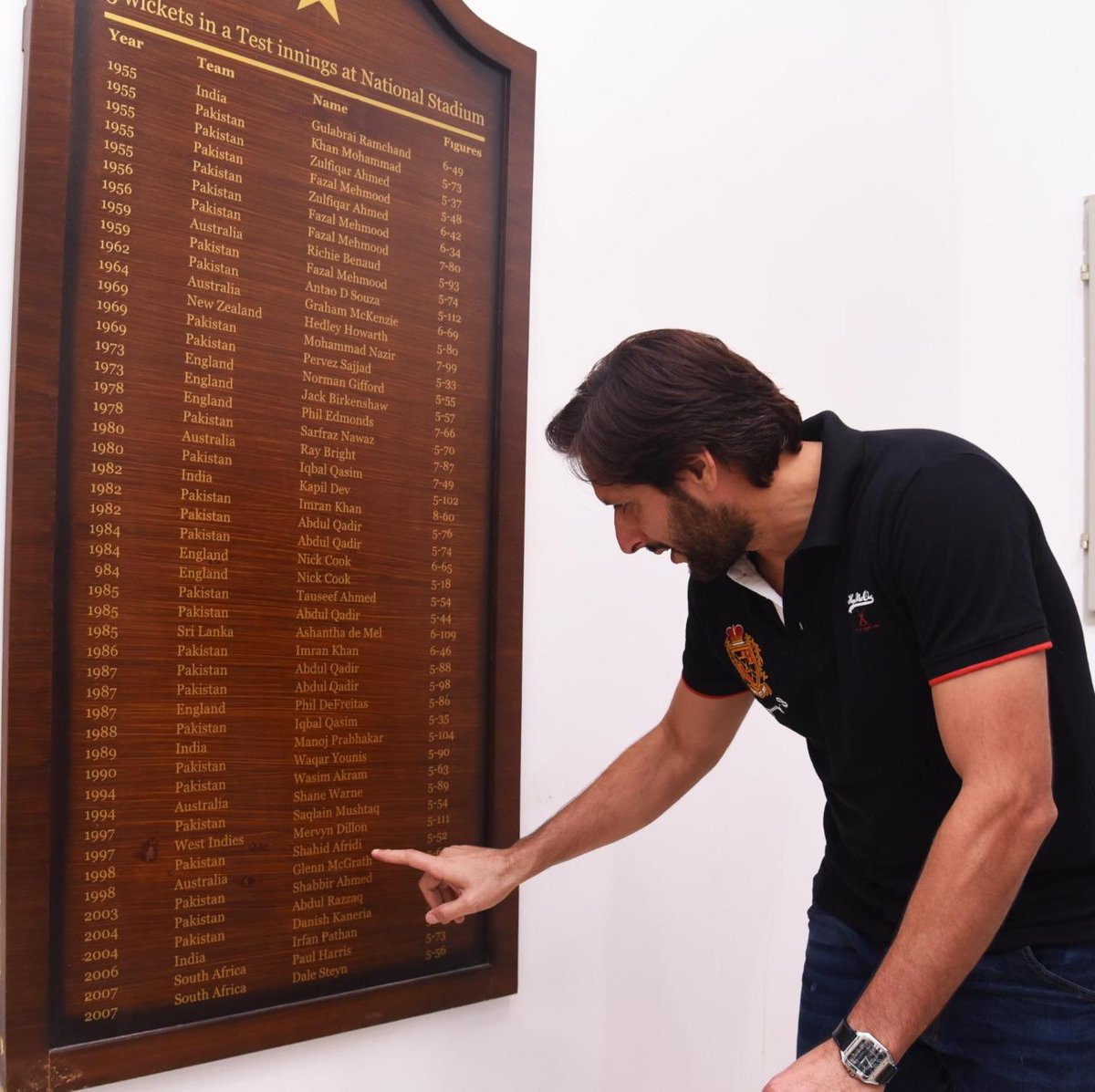 Recalling his Test debut five-for @SAfridiOfficial another superstar on the NSK Honours Board! ⭐️ #PAKvSL