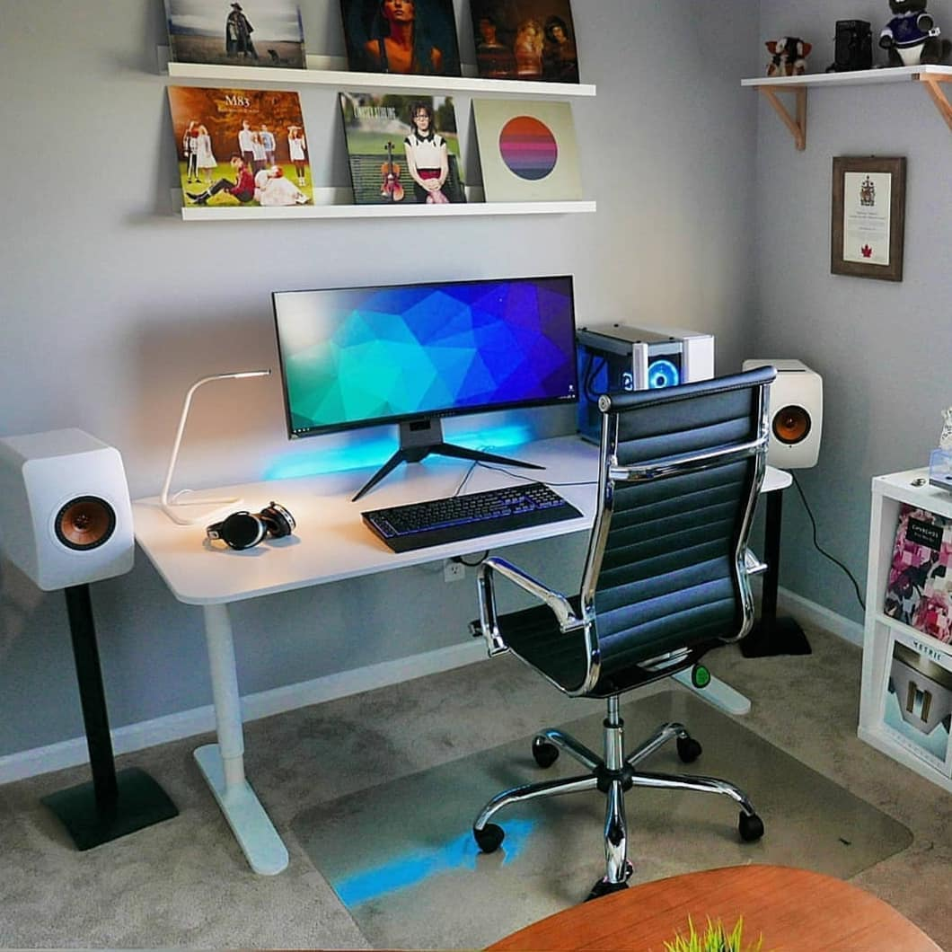 Rate this setup on a scale of 1 - 10.  • Is it just right or would you rather have something else? • Please retweet! • : @setupstoday #CapitalSquare #Coworking #WorkSpace #Lagospic.twitter.com/T9cU26T2BO