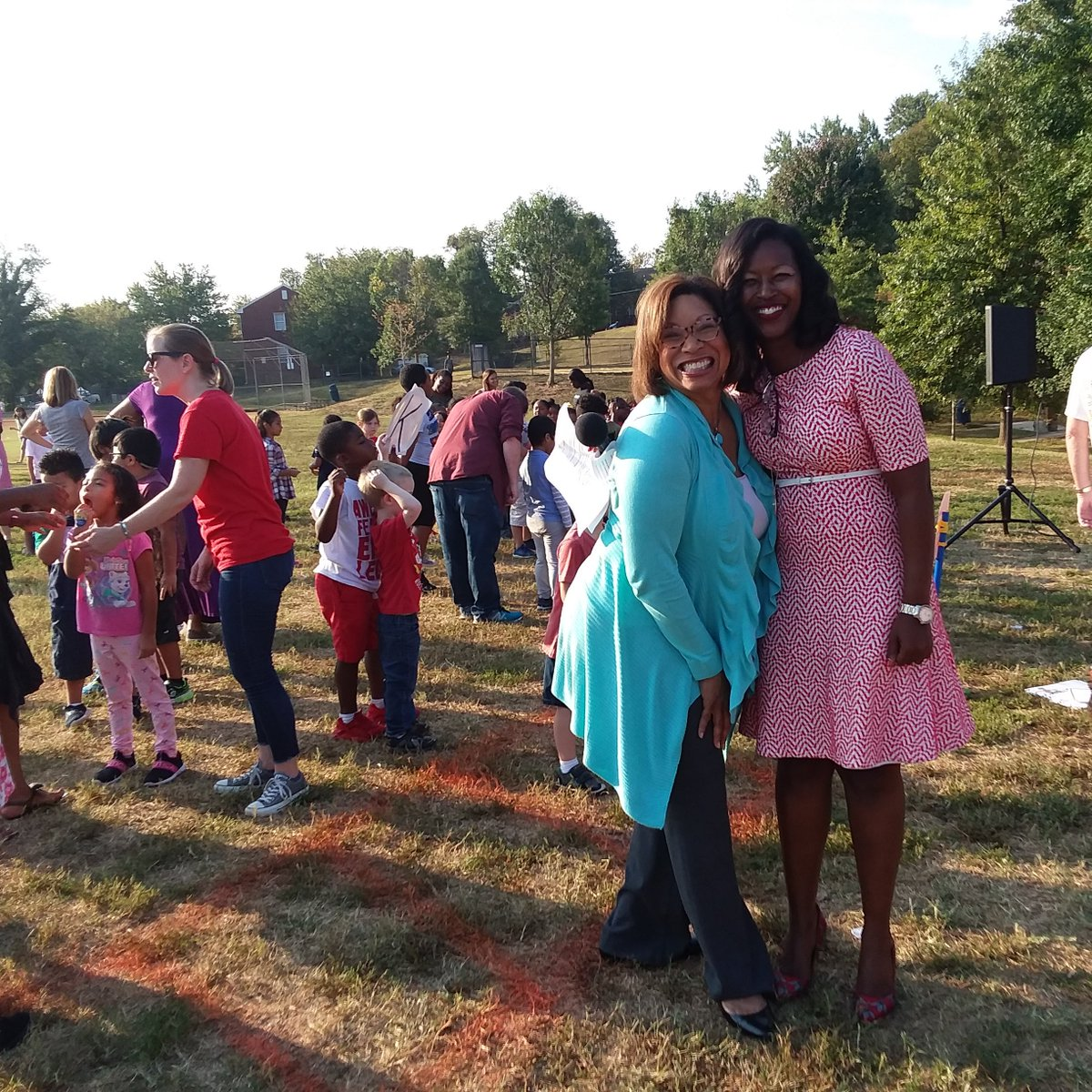 Thanks <a target='_blank' href='http://twitter.com/APSVirginia'>@APSVirginia</a> for braving the heat on <a target='_blank' href='http://search.twitter.com/search?q=APSWalk2School'><a target='_blank' href='https://twitter.com/hashtag/APSWalk2School?src=hash'>#APSWalk2School</a></a> Day. Shout-out to VIP guests who joined students <a target='_blank' href='http://twitter.com/APSDrew'>@APSDrew</a> for supporting students in every way, every day-<a target='_blank' href='http://twitter.com/Monique4APS'>@Monique4APS</a> <a target='_blank' href='http://twitter.com/ArlingtonVA'>@ArlingtonVA</a> <a target='_blank' href='http://twitter.com/ArlingtonDES'>@ArlingtonDES</a> <a target='_blank' href='http://twitter.com/ATPcommutes'>@ATPcommutes</a> <a target='_blank' href='http://twitter.com/WalkArlington'>@WalkArlington</a> <a target='_blank' href='http://twitter.com/BikeArlington'>@BikeArlington</a> <a target='_blank' href='http://twitter.com/ArlingtonVaPD'>@ArlingtonVaPD</a> <a target='_blank' href='http://twitter.com/APSFacilities'>@APSFacilities</a> <a target='_blank' href='https://t.co/niPOUgug8O'>https://t.co/niPOUgug8O</a>