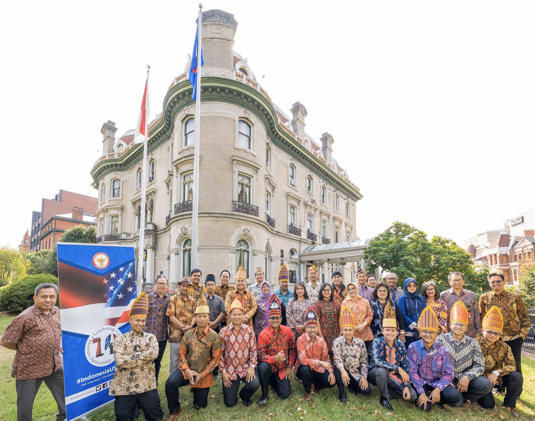 Indonesian Embassy In Washington Dc Usa On Twitter Tag Kbriwashdc On Twitter Facebook Instagram Your Photo How Excited You Are In Celebrating Batikday With Batikday2019 If You Re In Dc Area Curious